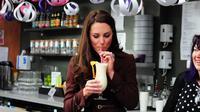 Minum air. (foto: Shutterstock/The List)