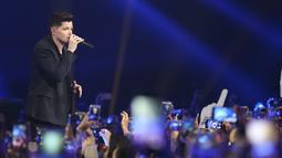 Kemunculan band asal Irlandia tersebut disambut meriah oleh para penonton. (Nurwahyunan/Bintang.com)