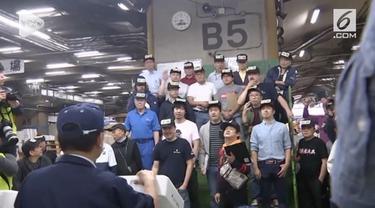 Setelah 80 tahun beroperasi, Pasar ikan Tsukiji yang terkenal di Jepang, terpaksa ditutup karena akan disulap menjadi lahan parkir Olimpiade Tokyo 2020. Pasar akan dibuka kembali pada 11 Oktober di Toyosu, tepatnya di lokasi bekas pabrik gas di Teluk...
