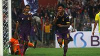 Stiker Persik, Septian Satria Bagaskara, menyumbang satu gol kemenangan 4-0 atas PSBS pada laga pembuka Liga 2 2019 di Stadion Brawijaya, Kota Kediri (2/6/2019). (Bola.com/Gatot Susetyo)