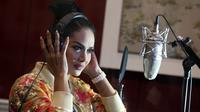 Tak hanya Melly Goeslaw, Krisdayanti juga mengaku antusias dengan keterlibatannya di OST Ayat Ayat Cinta 2. Lagu karya Melly memberi kesan tersendiri baginya. (Deki Prayoga/Bintang.com)