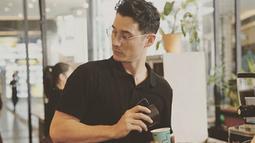Nino Fernandez mengaku bahwa dirinya sudah cukup lama ingin memiliki kedai kopinya sendiri, namun baru terwujud pada tahun 2017 silam. (Liputan6.com/IG/ninojkt)