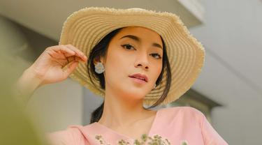 FOTO: Gaya Dinda Kirana Pakai Dress Pink Pastel, Tampil Menawan