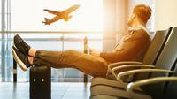 Ilustrasi penumpang menginap di bandara (dok.unsplash/ JESHOOTS.COM)