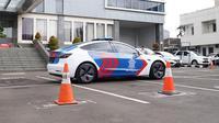 Ikatan Motor Indonesia (IMI) bersama Prestige Motorcars menghibahkan satu unit Tesla Model 3 kepada Korlantas Polri untuk dijadikan mobil patroli. (Instagram @bambang.soesatyo)