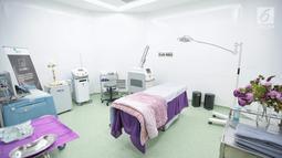 Fasilitas di ruang tindak  RS EMC Poli Klinik Plastic Surgery & Aesthetic Center, Sentul, Jawa Barat, Senin (3/9). Poli Klinik tersebut juga dapat melakukan Oxygeno Facial, Rejuve. (Liputan6.com/Faizal Fanani)