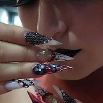 Ilustrasi nail art 3D. (dok. Instagram @dnnisnails_/https://www.instagram.com/dnnisnails_/ Dinny Mutiah)