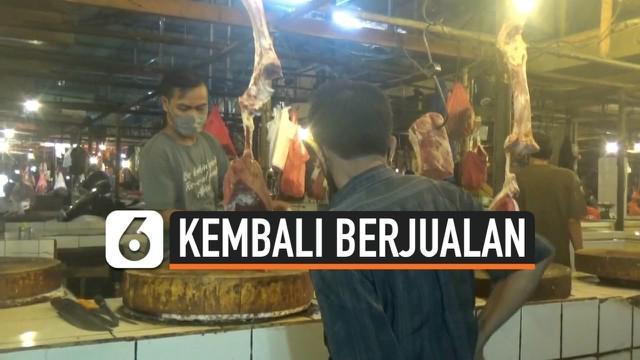 Usai melakukan aksi mogok tiga hari terakhir, sejumlah pedagang daging sapi di Pasar Tradisional Anyar, Tangerang, Banten, kembali berjualan. Meski begitu, para pedagang mengaku harga sapi tidak juga mengalami penurunan.
