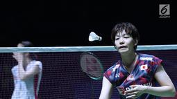 Ganda putri Jepang, Sayaka Hirota saat melawan Mayu Matsumoto/Wakana Nagahara di Final Indonesia Open 2018 di Istora GBK, Jakarta, Minggu (8/7). Yuki/Sayaka menang 21-14, 16-21, 21-14. (Liputan6.com/Helmi Fithriansyah)