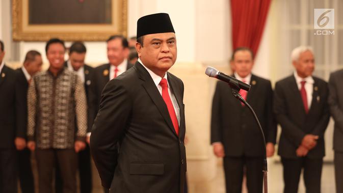 Komjen Syafruddin saat dilantik sebagai Menteri Pendayagunaan Aparatur Negara dan Reformasi Birokrasi (PANRB) di Istana Negara, Jakarta, Rabu (15/8). Syafruddin dinilai mampu melaksanakan program reformasi birokrasi. (Liputan6/HO/Pian)