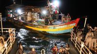 Bakamla menangkap kapal Vietnam berbendera Indonesia di perairan Natuna Utara. (Foto: Liputan6.com/Bakamla/Ajang Nurdin)