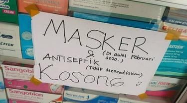 Pemberitahuan di sebuah apotek yang tidak lagi menjual masker sejak pandemi virus corona.