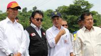 Menteri Sosial mendampingi Jusuf Kalla dalam kunjungan kerja di Sulawesi Selatan.