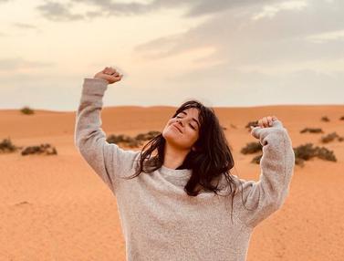 FOTO: Gaya Santai Camila Cabello Saat Liburan yang Stylish Banget