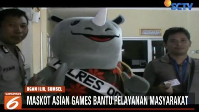 Tiga maskot Asian Games 2018, Bhin-bhin, Atung, dan Kaka, bantu Polres Ogan Ilir, Sumatra Selatan, membantu pelayanan publik. Lucu, ya!