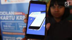 Model menunjukan transaksi offline Kredivo di Jakarta, Selasa (26/2).Transaksi offline Kredivo pertama diluncurkan bersama OkeShop, saat ini Kredivo tersedia di 47 gerai OkeShop di Jabodetabek dan ratusan merchant lainnya. (Liputan6.com/Angga Yuniar)