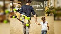 Longboardstroller, membantu para ayah tetap trendi saat bermain skateboard sambil mengasuh anak.