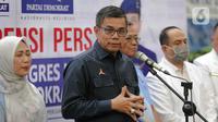 Sekjen DPP Partai Demokrat, Hinca Panjaitan memberikan keterangan penyelenggaraan Kongres ke-V di DPP Demokrat, Jakarta, Jumat (13/3/2020). Demokrat mendapatkan izin dari Pemprov DKI untuk menggelar kongres V di JCC Senayan, pada 15 Maret 2020 di tengah wabah COVID-19. (Liputan6.com/Faizal Fanani)
