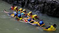 Green Canyon terletak di Desa Kertayasa, Ciamis, Jawa Barat, sekitar 31 Km atau 45 menit berkendara dari Pangandaran, Sabtu (17/5/2015). Tempat ini juga bisa digunakan sebagai olahraga body rafting. (Liputan6.com/Andrian M Tunay)