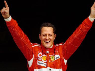 Michael Schumacher yang memulai karir pada tahun 1991 di GP Belgia hingga pensiun pada tahun 2012 di GP Brasil, tentu menyisakan kenangan. Tak hanya tentang kenangan juara nya namun juga beberapa kontoversinya. Berikut 5 daftar kontroversi  yang pernah menyelimuti dirinya. (Foto: AFP/Damien Meyer)
