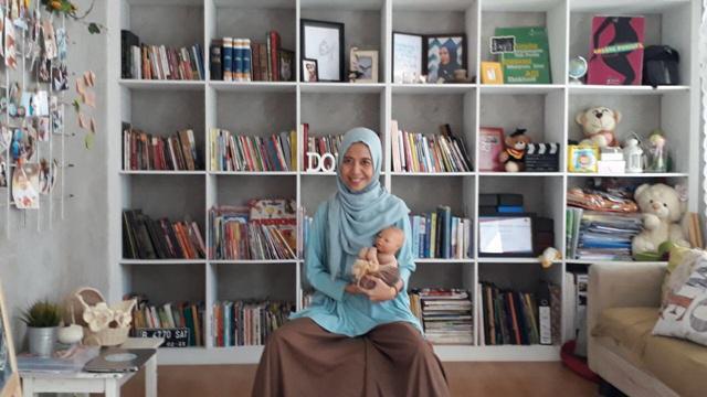 Prita adalah seorang Doula yang bekerja demi memberi kenyamanan pada para ibu yang melahirkan/copyright vemale.com/Anisha SP