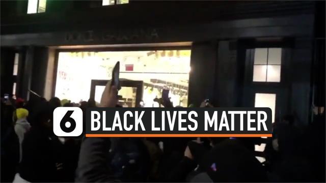 thumbnail demonstran di depan d&g newyork