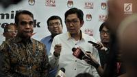 Sekjen Gerindra Ahmad Muzani dan Sekjen PKS Mustafa Kamal usai melakukan pertemuan tertutup dengan komisioner KPU, Jakarta, Rabu (17/10). Pertemuan membahas tentang kondisi jumlah DPT pada Pemilu 2019 yang masih janggal. (Merdeka.com/Iqbal S Nugroho)