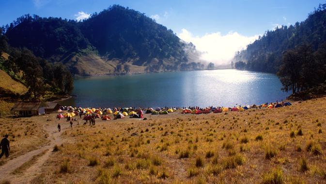 5 Tempat Wisata Di Kaki Gunung Semeru Alamnya Memesona Surabaya Liputan6 Com