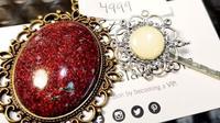 perhiasan dari tali pusar dan ASI (foto: Instagram/@laitdelavie)