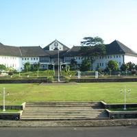 Buat yang mau kuliah di Undip Semarang, yuk lihat berbagai fasilitas yang ada di sana. (Foto: d3admperkantoran.undip.ac.id)