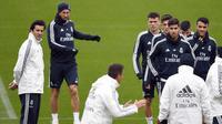 Pelatih anyar Real Madrid, Santiago Solari, memimpin sesi latihan di Valdebebas, Madrid, Selasa (30/10/2018). Santiago Solari menjadi pelatih Real Madrid menggantikan Julen Lopetegui yang dipecat. (AFP/Gabriel Bouys)