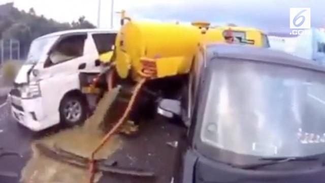 Video Hit kali ini hadir dari berita isi truk tinja yang berceceran di jalan, Nagita Slavina sebut Ayu Ting Ting kampungan, dan aksi nekat pemuda masuk ke kawah Bromo.