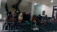 Puluhan wali murid mendatangi DPRD Kota Malang untuk memprotes PPDB sistem zonasi (Liputan6.c0m/Zainul Arifin)