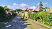Wisata Desa Adat di Desa Penglipuran, Kabupaten Bangli, Bali menerapkan protokol kesehatan pencegahan Covid-19 bagi wisatawan yang berkunjung. (Liputan6.com/Ika Defianti)