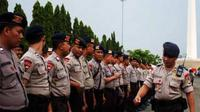 Apel siaga personel polisi di Silang Monas, Jakarta, Rabu ( 27/1). Apel tersebut untuk mengantisipasi aksi demo sambut seratus hari kepemimpinan Presiden SBY yang akan digelar besok.(Antara)