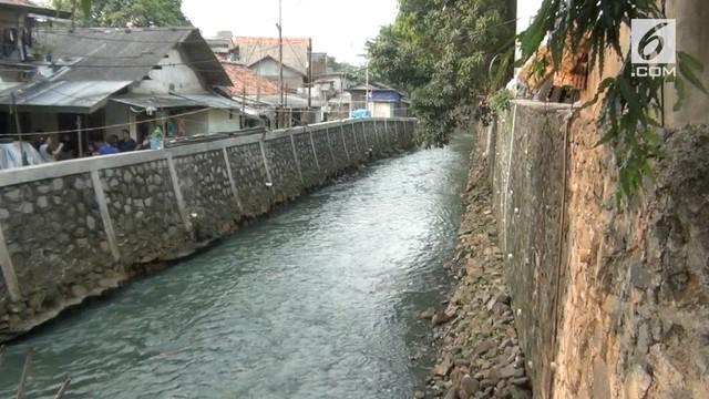 Seorang balita tewas tenggelam saat asyik bermain bersama teman-teman di sungai tak jauh dari rumahnya.