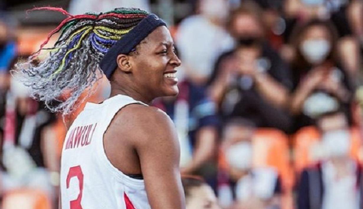 Stephanie Mawuli memukau penonton Olimpiade dengan rambutnya yang dikepang dan diwarnai dengan warna khas Olimpiade, serta warna abu-abu. Foto: Instagram @stephanie_mawuli.