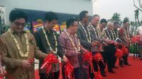 Produsen fiber optik PT Yangtze Optical Fiber Indonesia (YOFI) meresmikan pabrik baru di Karawang, Jawa Barat, Kamis (8/9/2016). (Foto: Achmad Dwi/Liputan6.com)
