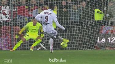 Metz kalahkan 10 pemain Nice dengan skor 2-1 berkat brace dari Nolan Roux dalam laga lanjutan Ligue 1, Sabtu (27/1). Roux mencetak...