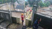 Perumahan Cimareme Indah Kabupaten Bandung Barat terendam banjir akibat tanggul jebol, Selasa (31/12/2019).