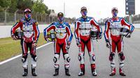 Empat pembalap di bawah naungan Pertamina Mandalika: Dimas Ekky Pratama, Tom Luthi, Bo Bensneyder, dan Piotr Biesierski berlatih bersama di Sirkuit Catalunya, Barcelona. (Dokumentasi Pertamina Mandalika SAG Team)
