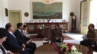 Presiden Joko Widodo atau Jokowi bertemu dengan penasihat hubungan luar negeri Presiden RRT, Y.M Song Tao di Istana Bogor, Jawa Barat. (Merdeka/intan)