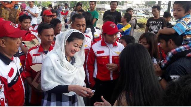 'Wanita Emas' meminta Gubernur DKI Jakarta Basuki Tjahja Purnama atau Ahok, agar turun tangan langsung membantu Bajaj online bisa tetap ada. Dan PNS bakal terima gaji ke-14, bagaimana dengan pensiunan?