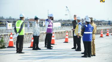 Presiden Jokowi mengunjungi proyek jalan tol Semarang-Demak