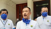 Komisaris PT Persib Bandung Bermartabat, Umuh Muchtar. (Bola.com/Erwin Snaz)
