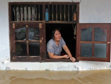 FOTO: Banjir Rendam Kawasan Permukiman di Pekayon