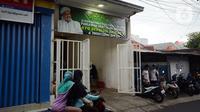 Pengendara sepeda motor melintas di Jalan Petamburan 3, Jakarta, Rabu (30/12/2020). Pemerintah memutuskan untuk menghentikan kegiatan dan membubarkan organisasi massa Front Pembela Islam (FPI). (merdeka.com/Imam Buhori)