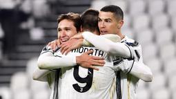 Juventus - Raksasa Italia ini rela menggelontorkan banyak uang demi meraih kejayaan di Benua Biru. Si Nyonya Tua telah mengeluarkan dana sebesar 1,44 miliar euro dalam sedekade terakhir. Termasuk saat memboyong sang megabintang Cristiano Ronaldo. (Foto/ AP/Marco Alpozzi)