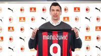 Mario Mandzukic resmi jadi pemain anyar AC Milan dan diberikan nomor punggung 9. (Dok. AC Milan)