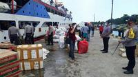 Polres Kepulauan Talaud berhasil mengamankan ratusan liter minuman keras jenis Cap Tikus yang berada di salah satu kapal rute Manado-Talaud.